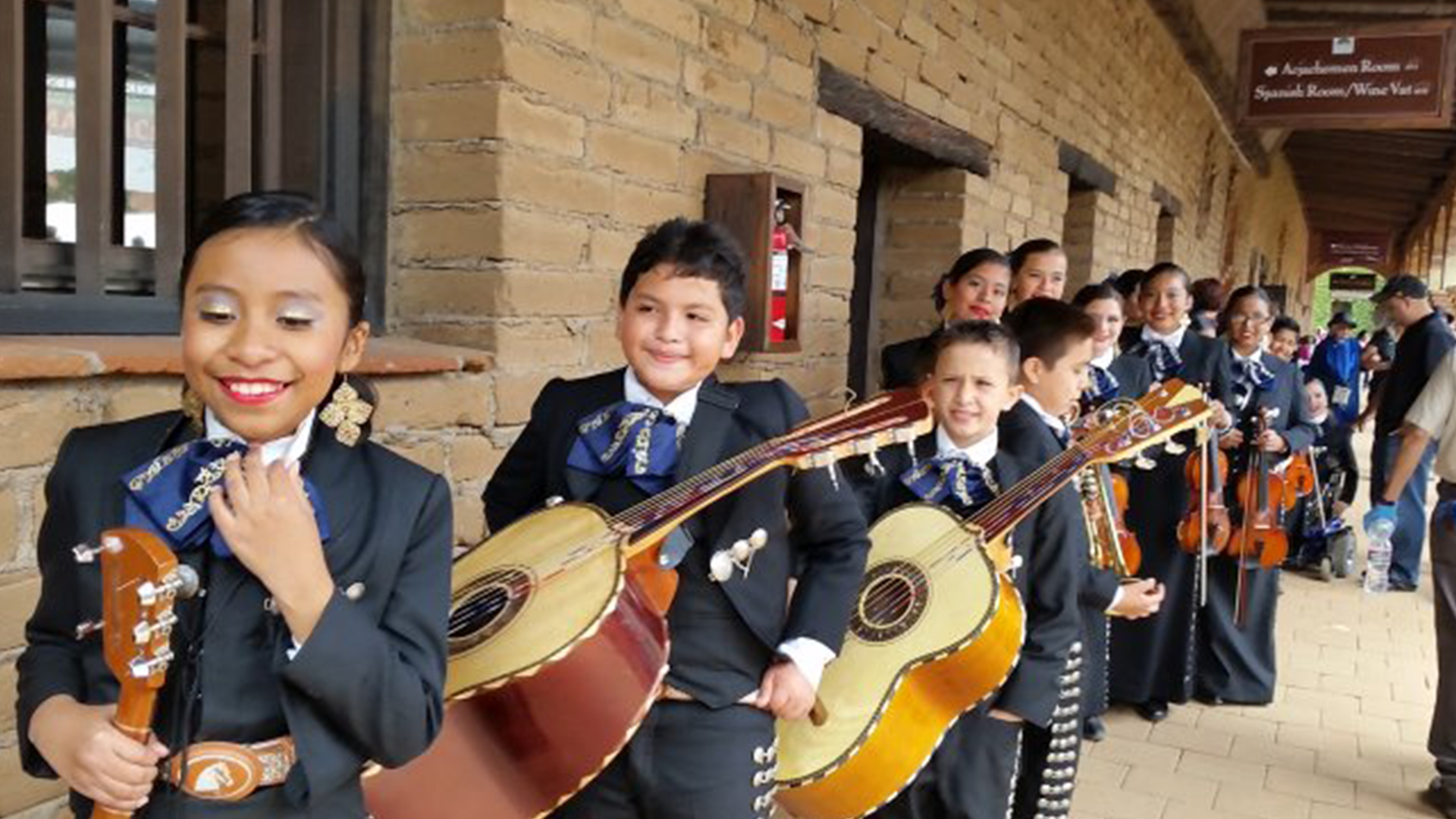 Children enjoying the Battle of the Mariachis event